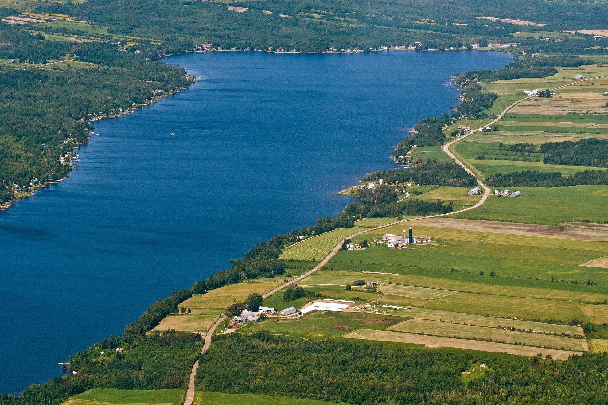 Vue aérienne Lac de la Grande Fourche (Auteur : Josée Ouellet)